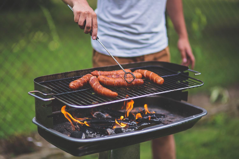 adult-barbecue-bbq-kaboompics (1)